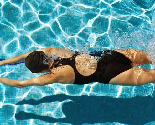 Efecto de dos programas de actividad física en el medio acuático con diferente impacto, sobre el índice de rigidez óseo y el nivel de actividad física en mujeres postmenopáusicas y osteopénicas de Toledo